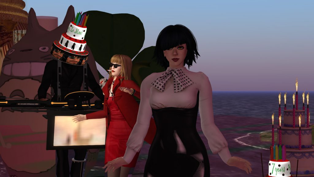 Ze Moo, Bibbe Oh & Vanessa Blaylock dancing on Ze Moo's rezday party